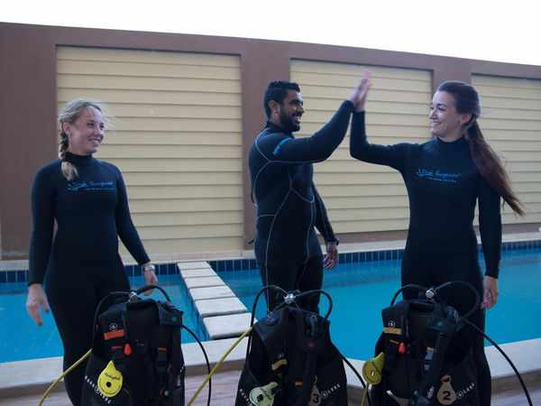 Dive hurghada team getting ready for diving